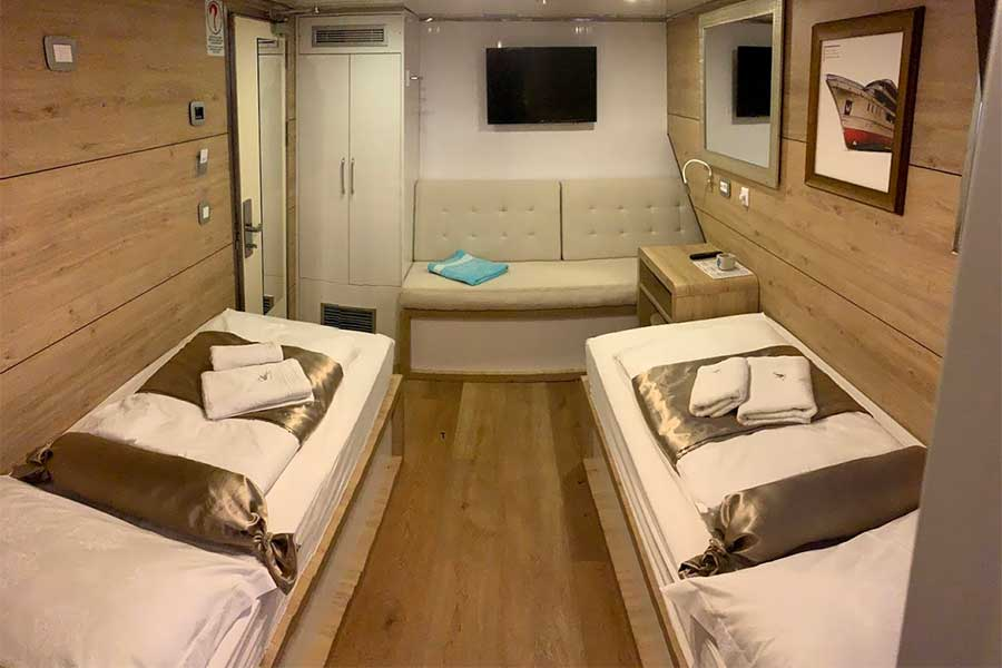 Twin cabin with 3rd bed option with large porthole windows